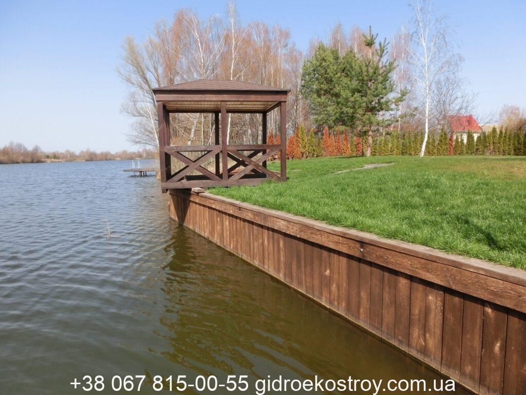 Укрепление берега реки в Киеве/ Украине